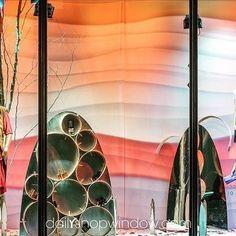 @harveynichols , Septembre 2016 by @dailyshopwindow #dailyshopwindow #visualmerchandising #visualmerchandisingtrends #windowdisplay #windowconcept #windowoftheday #window #vitrine #retailphotography #scenography #fashion #london #knightsbridge #harveynichols