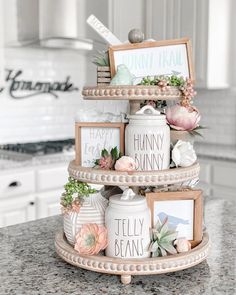 36 Marvelous Mason Jar Crafts You Won't Be Able to Get Enough of . easter decorating 36 Marvelous Mason Jar Crafts You Won't Be Able to Get Enough of . Upcycled Home Decor, Diy Home Decor, Upcycled Furniture, Mason Jar Crafts, Mason Jars, Coffee Jar Crafts, Première Communion, Seasonal Decor, Holiday Decor