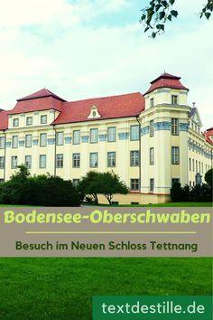 Das Neue Schloss in Tettnang gilt als eines der schönsten Schlösser in Oberschwaben. Den prachtvollen Barockbau ließen die Grafen von Montfort, denen Tettnang bis zum letzten Drittel des 18. Jahrhunderts gehörte, erbauen. Bei einem Besuch in Tettnang solltet ihr euch die Besichtigung des Schlosses auf keinen Fall entgehen lassen. In meinem Artikel erfahrt ihr mehr über die Geschichte des Schlosses und die prächtigen Räumlichkeiten. #textdestille Germany, Museum, Mansions, House Styles, Blog, Medieval Castle, Castles, Manor Houses, Villas