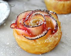 Apple Roses: No sugar, except for the apricot jam and natural sugar in apples. Buy puff pastry and you're set for this easy dessert that's not super unhealthy. Cooking with Manuela: Apple Roses Apple Desserts, Apple Recipes, No Bake Desserts, Just Desserts, Sweet Recipes, Delicious Desserts, Dessert Recipes, Yummy Food, Easy Recipes