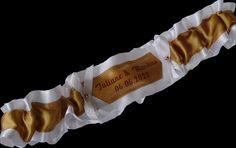 White Gold Wedding Bridal Garter with Names and Date Strumpfband Namen  Liga de Novia  jarretière de mariage personnalisée Wedding Garters, Ring Pillow, White Ribbon, Date, Accessories, Bridal Garters, Boyfriends, Personalized Wedding, Ring Pillows