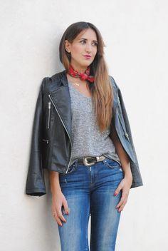 Pañuelo al cuello. http://www.fashion-south.com/2015/10/panuelo-al-cuello.html