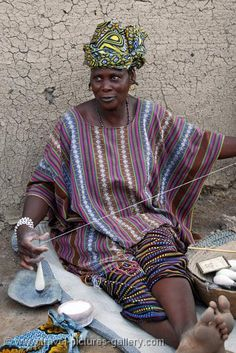 Pictures of Mali - Djenne Countryside - woman spinning wool