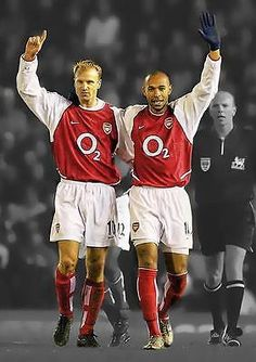 Dennis Bergkamp and Thierry Henry Football Drills, Arsenal Football, Football Players, Arsenal Players, Arsenal Fc, Arsenal Wallpapers, Dennis Bergkamp, Thierry Henry, Soccer Memes