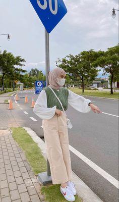 Modern Hijab Fashion, Street Hijab Fashion, Modesty Fashion, Hijab Fashion Inspiration, Korean Girl Fashion, Muslim Fashion, Ootd Fashion, Fashion Outfits, Casual Hijab Outfit