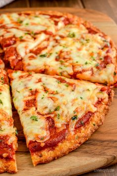 Stop the press because Pizza Night is here. Take advantage of my ultimate syn free pizza recipe to create a tailor-made treat for you and the family. Gluten Free, Vegetarian, Slimming World and Weight Watchers friendly Slimming World Dinners, Slimming Eats, Slimming World Recipes, Slimming World Pizza, The Menu, Healthy Eating Tips, Healthy Nutrition, Healthy Recipes, Drink Recipes