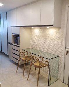 """386 curtidas, 29 comentários - Fábrica Arquitetura (@fabricaarquitetura) no Instagram: """"Cozinha super elegante em tons neutros de bege e branco. ✨ #fabricaarquitetura #instacool…"""""""