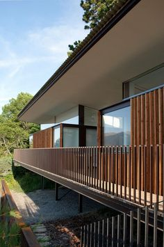 Vezzoni and Associates have designed the Embrun House. It is a secluded residence in the woods located in France. It was designed by Vezzoni and Associates Residential Architecture, Contemporary Architecture, Architecture Details, Balcony Railing Design, Balcony Deck, Timber Slats, Timber Deck, Wood Railing, Deck Railings