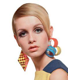 Twiggy lensed by Richard Avedon & Bert Stern in the Lauren Hutton, Sixties Fashion, Mod Fashion, Fashion Models, Vintage Fashion, Fashion Styles, High Fashion, Fashion Trends, Twiggy Style