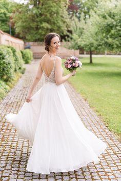 Kloster Fürstenfeld Hochzeit Kind, Wedding Dresses, Fashion, Fashion Styles, Civil Wedding, Dress Wedding, Getting Married, Photo Shoot, Bride Dresses