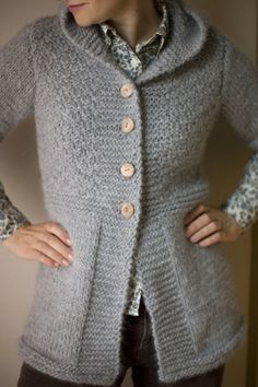 Ravelry: Knitted jacket pattern by DROPS design. This looks super cozy! I'd probably add pockets - pockets make everything even better! Knitting Patterns Free, Knit Patterns, Free Knitting, Free Pattern, Cardigan Pattern, Jacket Pattern, Knit Jacket, Hooded Jacket, Crochet Jacket