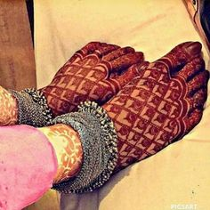 In this article we have brought Most Beautiful Mehndi Designs 2020 for Fingers & Feet for you. This is a way that you can create your own style and.