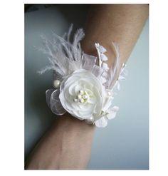 Wrist Corsage Alternatives « David Tutera Wedding Blog • It's a Bride's Life • Real Brides Blogging til I do!