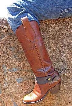A handsome coffin toe with that unique, three-piece construction found on a classic CAVALRY boot - one piece of leather all the way up the back of the leg from the sole to the top and only one horizontal seam up front across the upper shin. Cowboy Spurs, Cowboy Gear, Cowboy Up, Cowboy Hats, Custom Cowboy Boots, Cowgirl Boots, Western Boots, Cowboy Western, Men's Boots