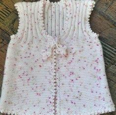 Another of those simply beautiful vests - help required to deconstruct from picture Knitting For Kids, Baby Knitting Patterns, Free Knitting, Crochet Baby, Knit Crochet, Crochet Pattern, Plain Girl, Baby Pullover, Vest Pattern