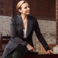 G house of the sleeping beauties - House Beautiful Professional Look, Professional Outfits, Edgy Outfits, Pretty Outfits, Pretty Clothes, Work Outfits, Celebrity Pictures, Celebrity Style, Jodie Comer