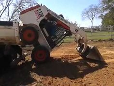 Video: How To Load a Bobcat Tractor Like a Boss - A Funny Video on KillSomeTime Used Equipment, Equipment For Sale, Heavy Equipment, Construction Humor, Bobcat Skid Steer, Jokes Videos, Drilling Rig, Skid Steer Loader, Engin