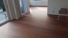Jatoba parketvloer afgewerkt met uv primer en skylt lak