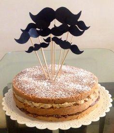 Naked Cake massa de pao de ló techeio de brigadeiro preto e brigadeiro branco com nozes. Nossos bolos feitos com amor e carinho para você! Orçamentos e encomendas: queroacucarbolos@gmail.com e pelo celular e whatsapp (21) 98056-6621