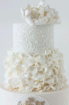 Gorgeous Wedding Cakes, all white wedding cake with sugar hydrangeas and peonies All White Wedding, White Wedding Cakes, Beautiful Wedding Cakes, Gorgeous Cakes, Pretty Cakes, Amazing Cakes, Floral Wedding, Cake Wedding, Gold Wedding