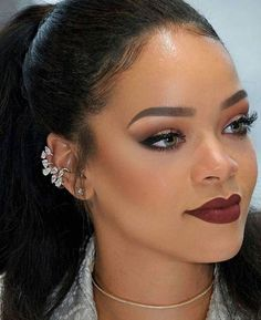 A whooole Queen Omg I'm like so in love with every Rihanna make up look Makeup Trends, Makeup Inspo, Makeup Inspiration, Makeup Tips, Beauty Makeup, Hair Beauty, Makeup Ideas, Rihanna Makeup, Rihanna Riri