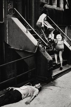 by Leonard Freed, Daily life of the New York police department in the 1970 Narrative Photography, Free Photography, White Photography, Leonard Freed, New York Police, The New School, Female Photographers, Monochrome Photography, Magnum Photos