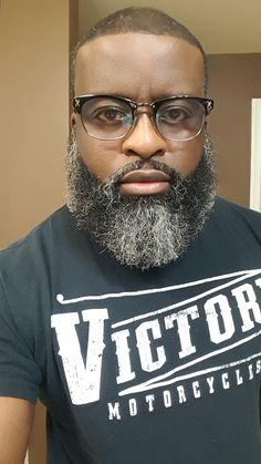 Trimmed Beard Styles, Faded Beard Styles, Beard Styles For Men, Shaved Head With Beard, Bald With Beard, Beard Fade, Black Men Haircuts, Black Men Hairstyles, Black Men Beards