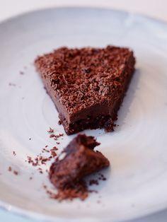 Minttu-suklaa raakakakku // Mint chocolate raw cake  http://atmarias.indiedays.com/2014/12/29/suloisen-terveellinen-suklaakakku/