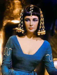 Yes, she is the great actrees #ElizabethTaylor how #Cleopatra in a great classic movie history of #Hollywood to old century XX ...
