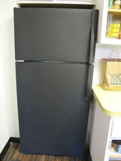 and i 39 ve done this refrigerator spray painted with chalkboard paint. Black Bedroom Furniture Sets. Home Design Ideas