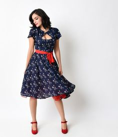 Ready to strut in something scintillating, darling? The Ashcroft dress is a crepe confection fresh from Unique Vintage in a stunning retro design, light and feminine with a sultry side. A rippling navy crepe is covered in a sweet and minimal floral Retro Vintage Dresses, Retro Dress, Vintage Outfits, Vintage Fashion, Vintage Clothing, 1940s Fashion Dresses, 1940s Dresses, 1940s Woman, Pinup Girl Clothing