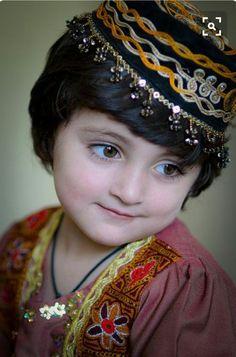 Most Beautiful Children in the World Photos) Kids Around The World, We Are The World, People Around The World, Beautiful Eyes, Beautiful World, Beautiful People, Most Beautiful, Precious Children, Beautiful Children