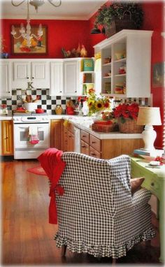 Red and White Country Kitchen. Red and White Country Kitchen. White Country Kitchen with Red Accessories Make A Short Cozy Kitchen, Kitchen Redo, Kitchen Remodel, Kitchen Ideas, Rooster Kitchen, Space Kitchen, Happy Kitchen, Kitchen Corner, Kitchen Paint
