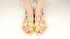 Je customise mes sandales ! Rien de plus agréable que de porter des sandales pour habiller ses petits pieds en plein été ! Gladiator Sandals, Shoes, Fashion, Moda, Zapatos, Shoes Outlet, Fashion Styles, Fasion, Footwear