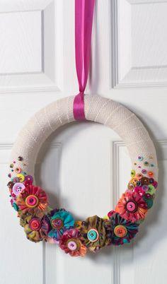 DIY Burlap Wreath with Frayed Fabric Flowers
