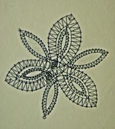 Aquí está el picado de la flor que he utlizado para los broches, es muy sencilla.   La flor de tres pétalos está realizada a medio pu... Bobbin Lace Patterns, Embroidery Patterns Free, Lace Jewelry, Beaded Jewelry Patterns, Lace Flowers, Crochet Flowers, Flower Chart, Bobbin Lacemaking, Embroidery Monogram