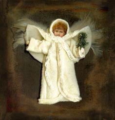 Victorian Christmas Ornaments, Shabby Chic Christmas, Handmade Christmas Decorations, Prim Christmas, Vintage Ornaments, Vintage Santas, Country Christmas, Christmas Angels, Xmas Decorations