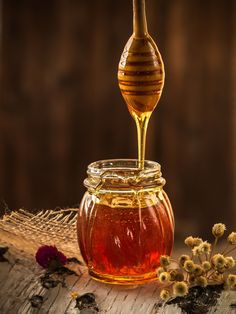 HONEY BENEFITS- HONEY is one of my favorite ingredients! Honey has natural antiseptic properties that can be very effective at treating breakouts.