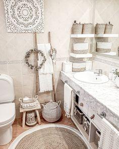 """1,389 mentions J'aime, 121 commentaires - Delia (@deliamaga77) sur Instagram: """"Hoy tengo la mente tan obnubilada, que os contaría un montón de cosas y a la vez ninguna... Se que…"""" Clawfoot Bathtub, Double Vanity, Bathroom, Instagram, Home Decor, Taken Advantage Of, Life, Hipster Stuff, Bath"""