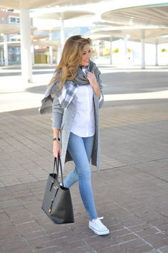 Grey shadow | Te Cuento Mis Trucos Business Casual Outfits, Casual Winter Outfits, Winter Fashion Outfits, Classy Outfits, Look Fashion, Stylish Outfits, Fall Outfits, Womens Fashion, Look Blazer