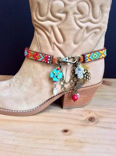 Beaded Boot Bracelet by perlinibella on Etsy Leather Jewelry Making, Boot Jewelry, Beaded Jewelry, Beaded Bracelets, Handmade Jewelry, Boots Boho, Boot Bracelet, Boot Bling, Tribal Necklace