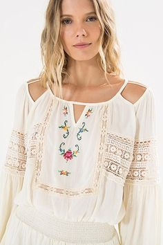Quirky Fashion, Boho Fashion, Fashion Outfits, Boho Tops, Top Chic, Velvet Dress Designs, Girls Blouse, Estilo Boho, Basic Outfits