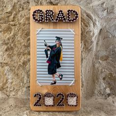 Graduation Sign, String Art, Senior Picture Frame, New Graduate, Picture Frame Back To School Crafts For Kids, Crate Desk, Photo Wall Decor, 4x6 Picture Frames, Nail String, String Art Patterns, Picture Holders, Art Friend, Graduation Decorations
