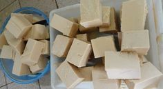 Vinegar Soap: It will let your pans shine and your clothes clean . - Vinegar Soap: It will let your pans shine and your clothes clean and soft! Fun Crafts, Diy And Crafts, Savon Soap, Home Health, Green Cleaning, Soap Recipes, Home Made Soap, Vinegar, Dairy