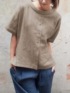 Casual Short Sleeve Paneled Buttoned Blouse in 2020 Linen Blouse, Linen Shorts, Blouse Styles, Blouse Designs, Blouse En Lin, Vetement Fashion, Cotton Blouses, Shirt Blouses, Cotton Linen