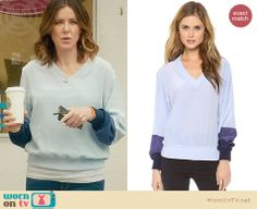 Ellie's light blue silk sweatshirt on Cougar Town. Outfit Details: http://wornontv.net/27928 #CougarTown #fashion