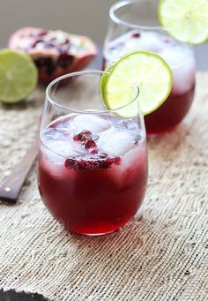 Pomegranate Spritzers: an easy and refreshing holiday cocktail! | Making Thyme for Health #drinks #pomegranate #cocktails