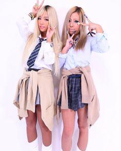 School Uniform Girls, High School Girls, School Uniforms, Gyaru Makeup, Gyaru Fashion, Maquillaje Halloween, 2 Girl, Japanese Fashion, Skater Skirt
