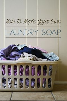 How to Make Your Own #NonToxic Laundry Soap // deliciousobsessions.com