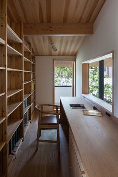 Home in the courtyard / outside garden | Yoshinori Toshimitsu Architectural Design Office Muji Home, Backyard Office, Office Nook, Home Office, Home Desk, Small Summer House, Study Interior Design, Studio Desk, Japanese House